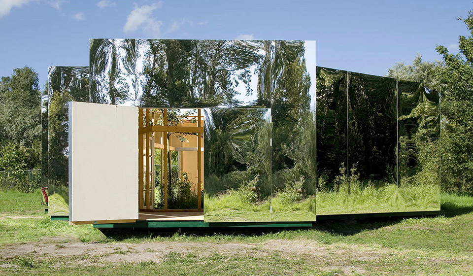 Mirrored Artist Studio by Bureau Lada 1