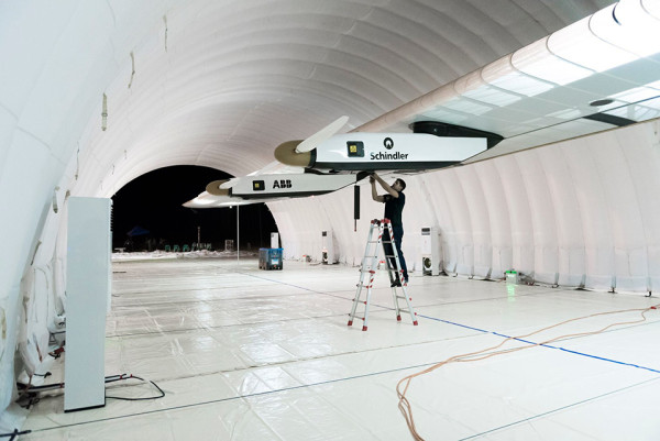 Solar Impulse 2 4 600x401 Solar Impulse 2 Airplane Aims to Set A New Solar Flight Record Around the World