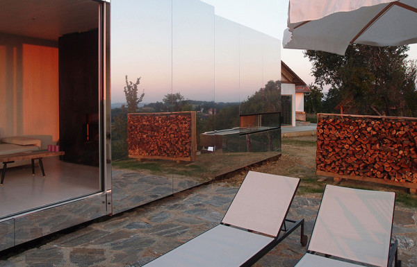 Casa Invisible Mirrored Prefab Tiny House by Delugan Meissl Associated Architects 3 600x385 This Invisible Tiny House Blends Into the Environment Thanks to a Thick Mirrored Skin