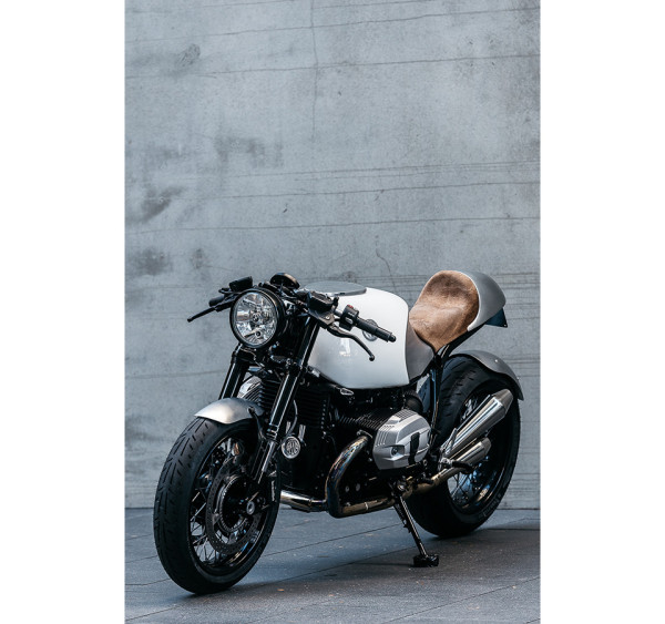 Deus Ex Machina BMW R90 The Heinrich Manuevre 4 600x563 Deus Ex Machina Resurrects a 40 Year Old Motorcycle as a Tribute to BMW Design