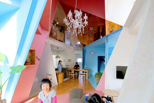 Kochi Architects Studio Apartment House Tokyo Photo by Daici Ano 1 600x401 Japanese Designer Turns Dull Apartment Building into a Vivid Kaleidoscopic Dream House