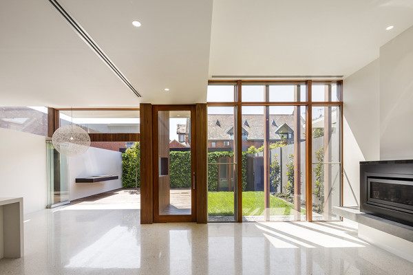Armadale House 2 by Mitsouri Architects 9 600x400 Classic Meets Contemporary: The Armadale House 2 by Mitsouri Architects