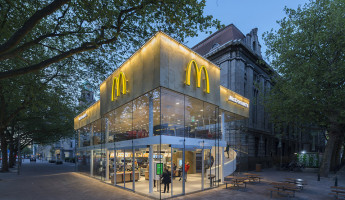 Contemporary McDonalds by Mei Architects - Photography by Jeroen Musch 11