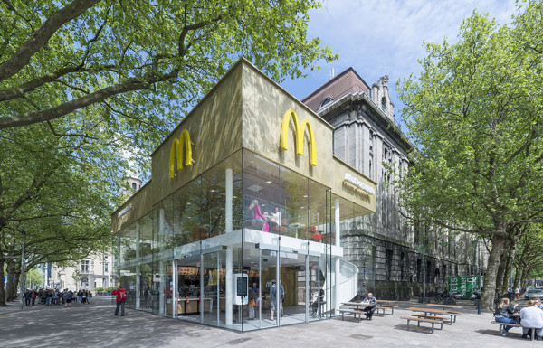 Contemporary McDonalds by Mei Architects - Photography by Jeroen Musch 5