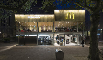 Contemporary McDonalds by Mei Architects - Photography by Jeroen Musch 7