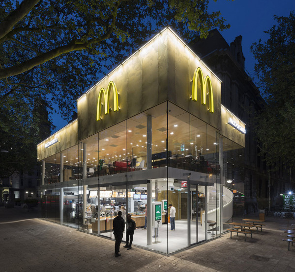 Contemporary McDonalds by Mei Architects Photography by Jeroen Musch 9 600x555 Is This The McDonalds of the Future? Ive Never Seen Fast Food Look So Cool