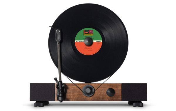 Gramovox Floating Record Turntable 1 600x378 This Slick, Gravity Defying Record Player Will Have You Rearranging Your Living Room