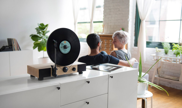 Gramovox Floating Record Turntable 5 600x359 This Slick, Gravity Defying Record Player Will Have You Rearranging Your Living Room