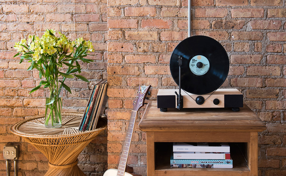 Gramovox Floating Record Player Re Imagines The Turntable