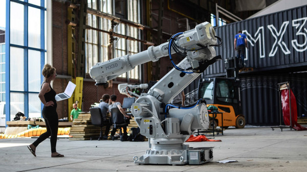 MX3D Bridge 3D Printed Bridge Robots 1 600x336 3D Printers Are Now Ready to Start Building Infrastructure: Meet the MX3D Bridge