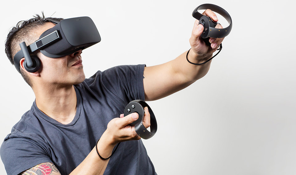 Oculus Touch 2 Oculus Touch Brings Tactile, Responsive Motion Control to Virtual Reality