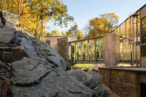 Pound Ridge House by Kieran Timberlake 9 600x400 This Mirrored Forest House in New York is Embedded into Ancient Glacier Rock