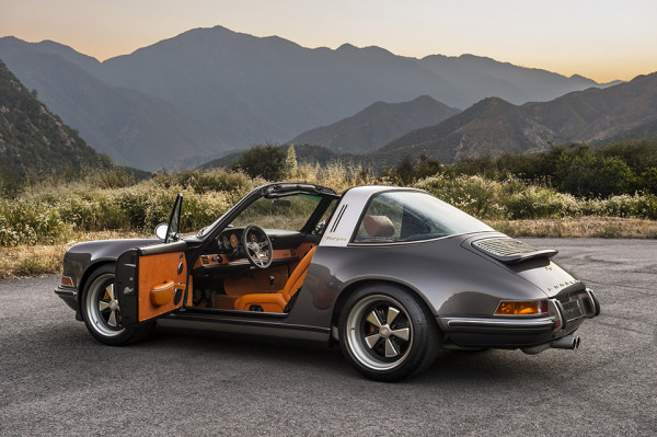 Singer Porsche 911 Targa 5 600x399 This Might Look Like a Vintage Porsche, But Its a Brand New State of the Art Beast