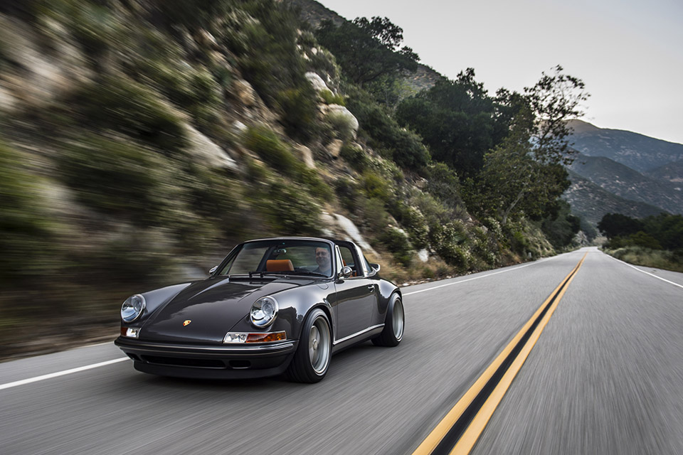 Singer Porsche 911 Targa 7 This Might Look Like a Vintage Porsche, But Its a Brand New State of the Art Beast