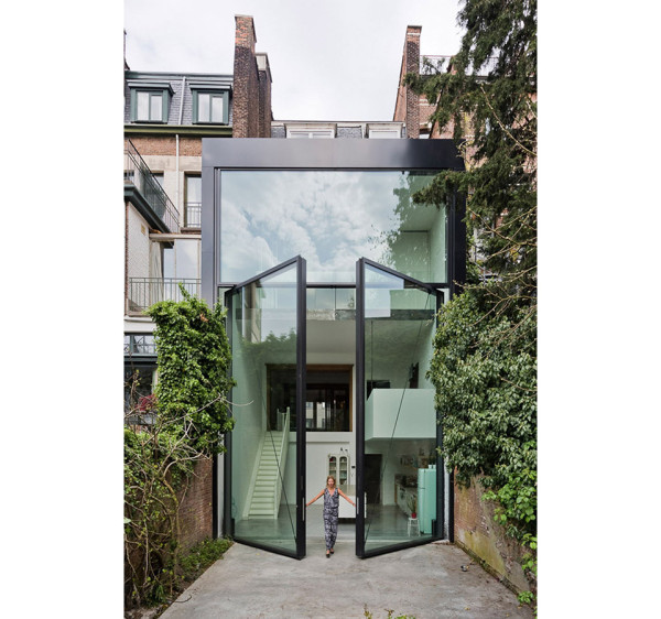Townhouse in Antwerp by Sculp It 18 600x562 A Creative Architect Re Imagined This Townhouse into a Tower of Glass