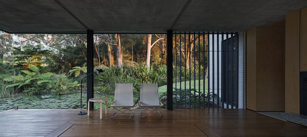 Wirra Willa Pavilion by Matthew Woodward Architecture 13 600x269 This Incredible Glass House on a Pond Features a Hidden Living Room Hot Tub