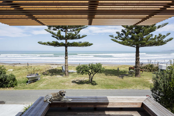offSET Shed House by Irving Smith Jack Architects 10 600x401 This Oceanfront Shed May Be The Finest Shed Architecture Ever Built