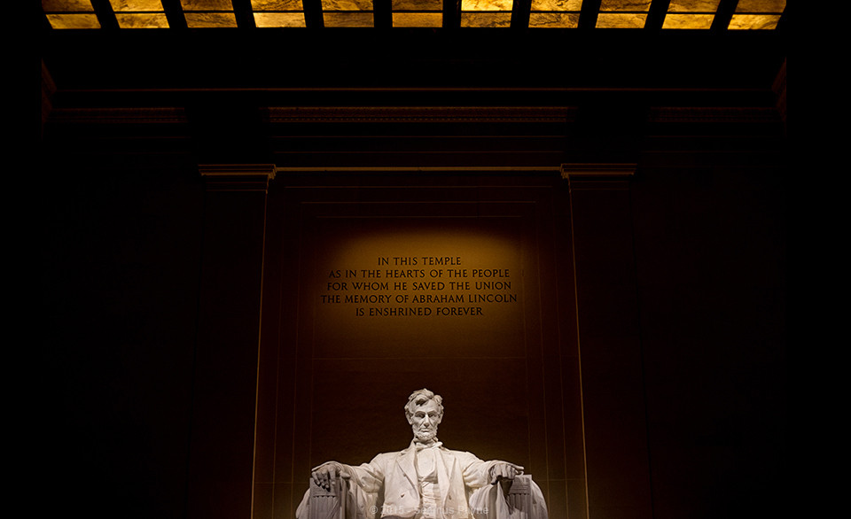 lincoln memorial at night1 960x586 5 Things I Love About Washington D.C. (And You Shouldnt Miss On Your Next Visit)