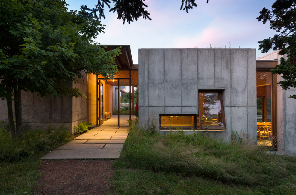 This Concrete Coastal Dream House Has a Trick Up Its Sleeve: Its Modular and Mobile