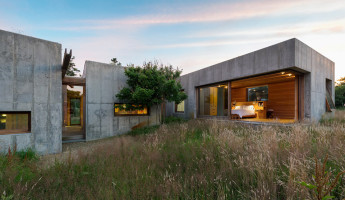 Coastal Concrete Contemporary - East House by Rose and Partners - Photography by Chuck Choi 4