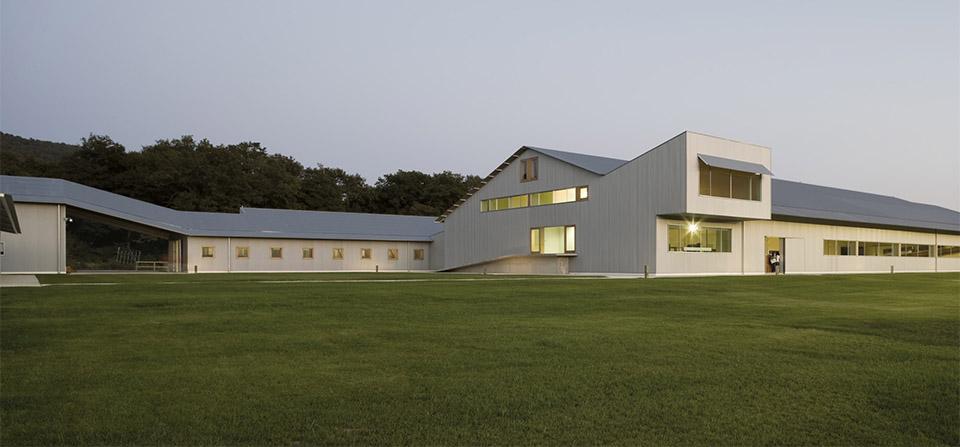 sports facility design – Elite Equestrian Center by Francisco Mangado – Photo by Pedro Pegenaute 2