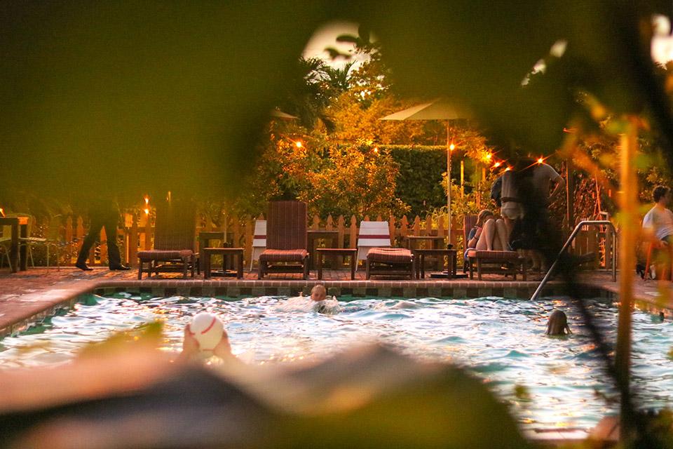 Canon 50mm f1.8 Lens – Freehand Pool Scene