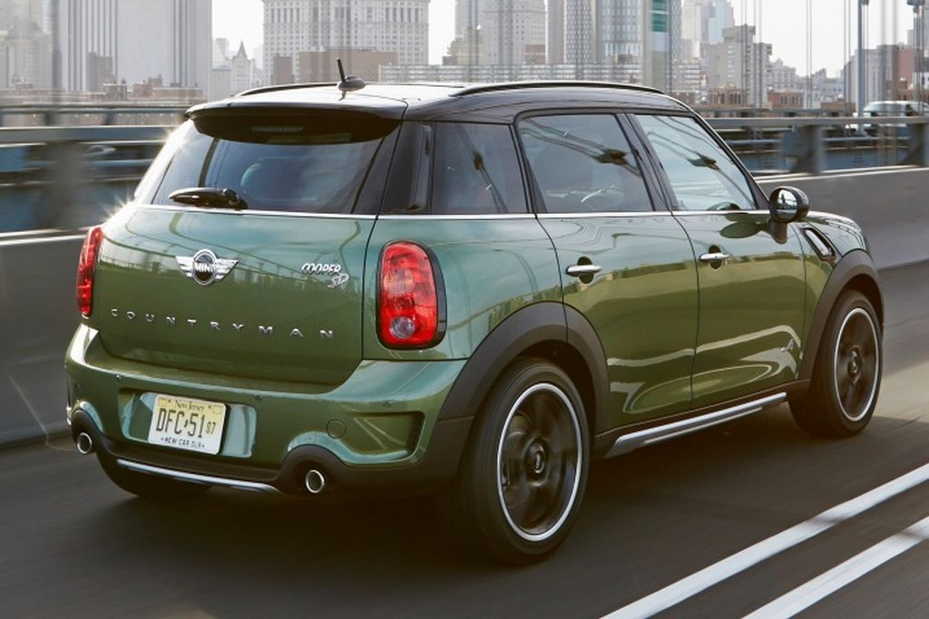 2016 Mini Countryman Wagon – dark green