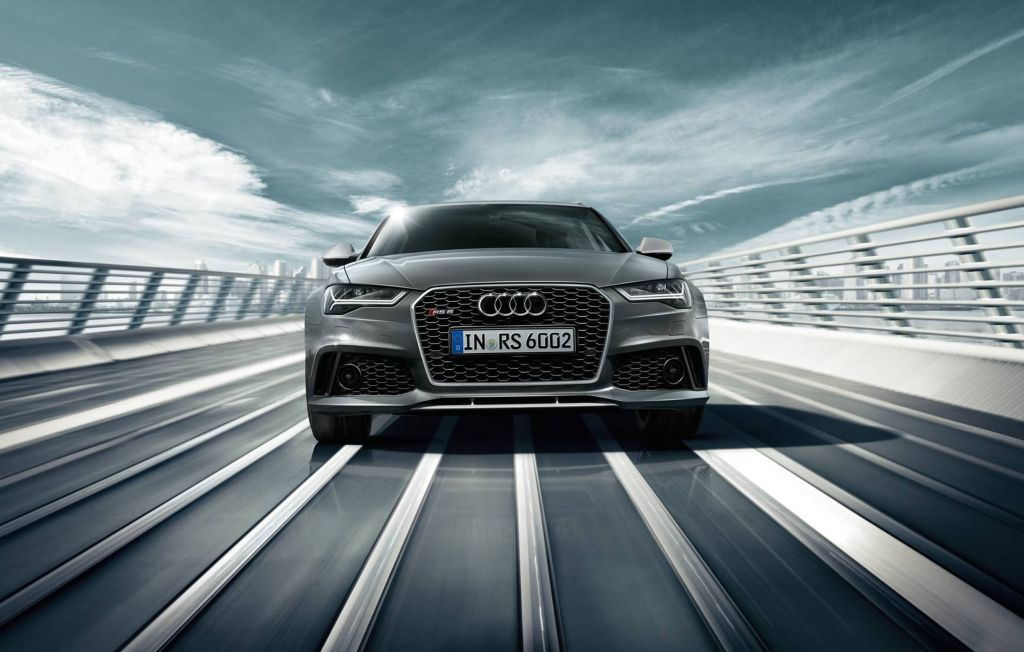 Audi RS 6 Avant - road view