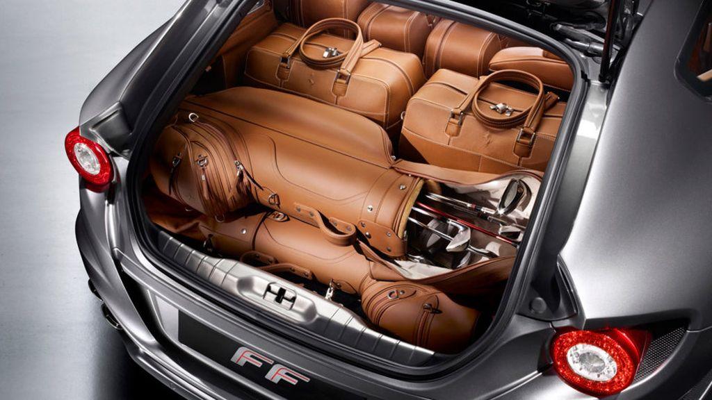 Ferrari FF – trunk view
