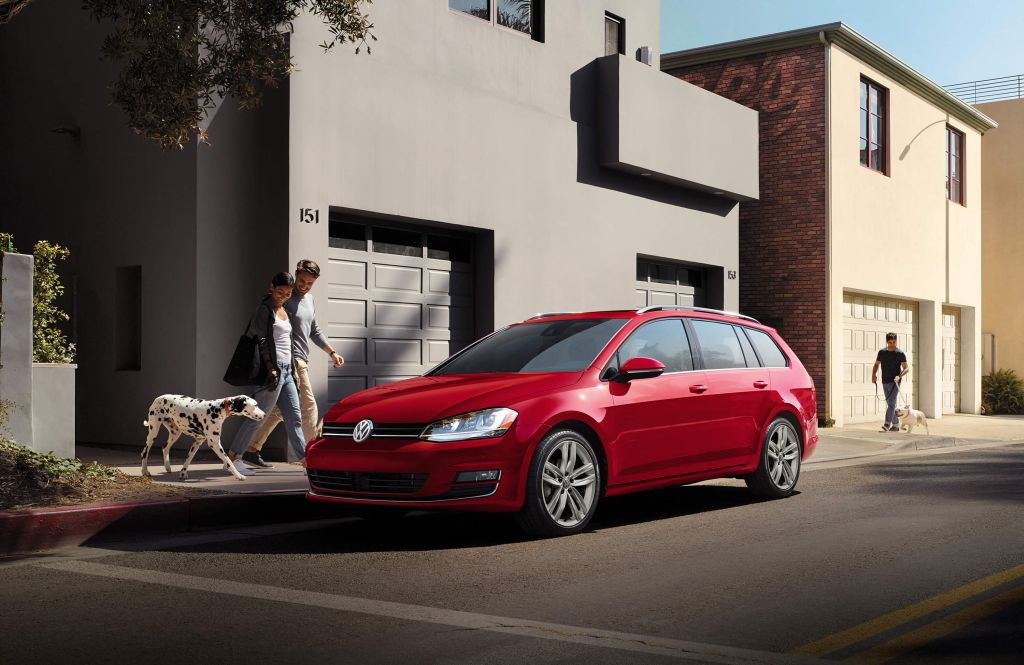 Golf Sportwagen – red
