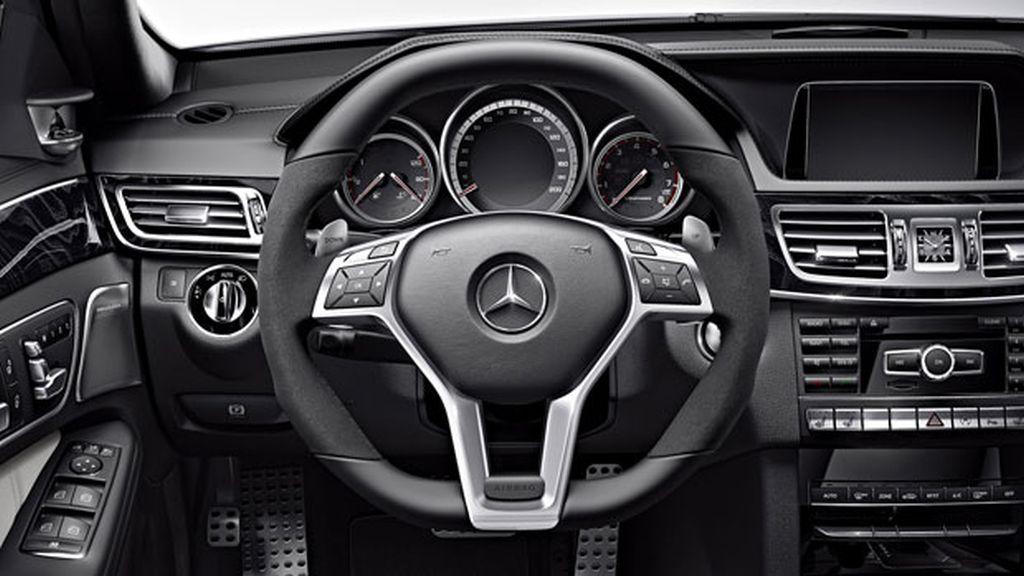 Mercedes E63 AMG – interior