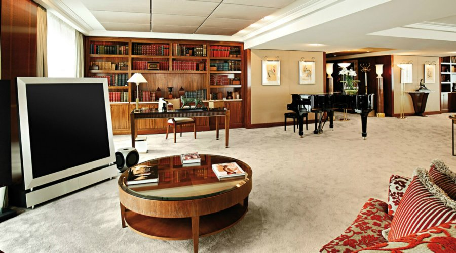 Royal Penthouse Suite of the Hotel President Wilson – luxurious hotel room