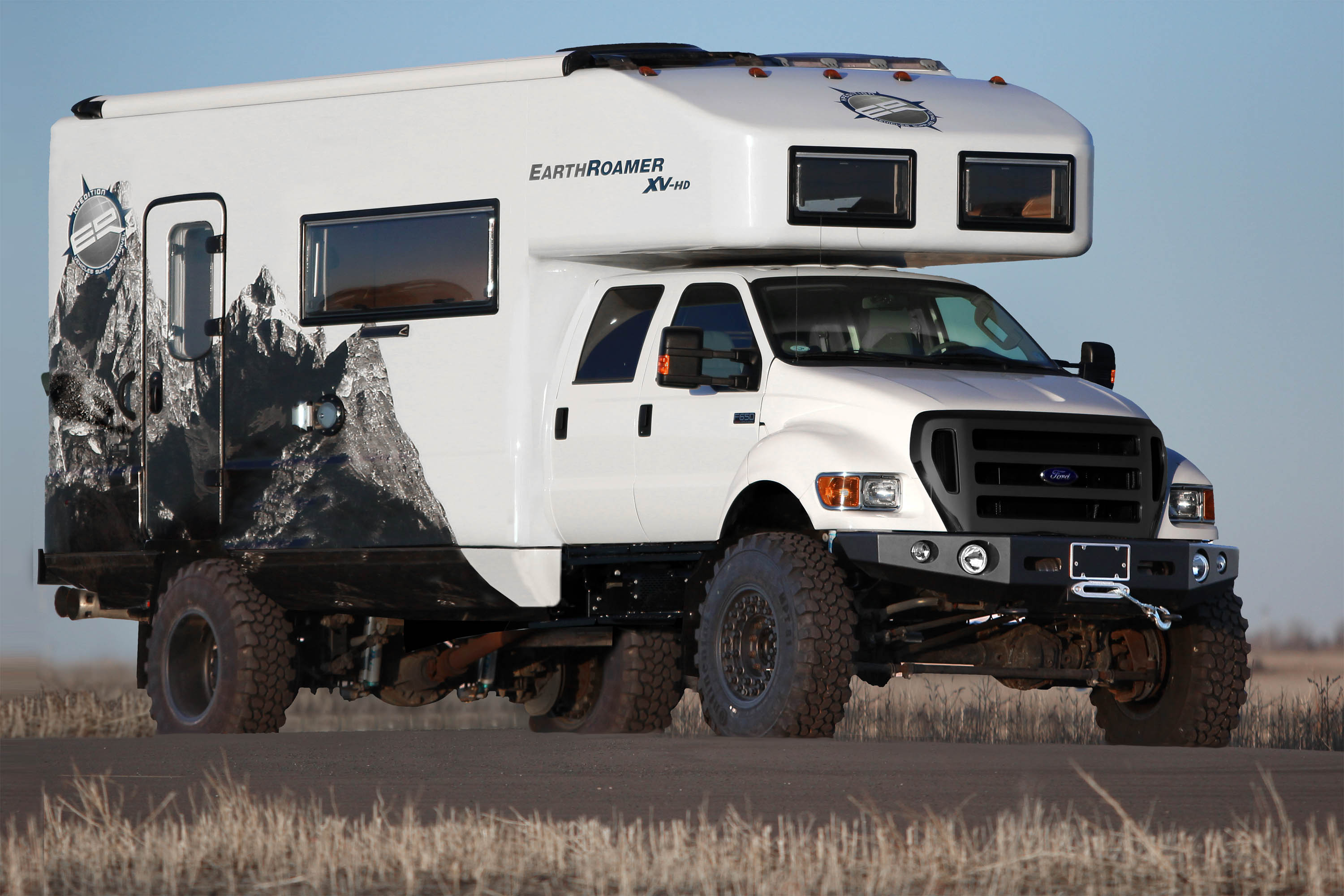 EarthRoamer XV-HD – survival vehicle
