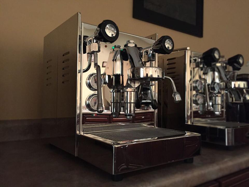 Vesuvius Dual Boiler with Pressure Profiling - espresso machine