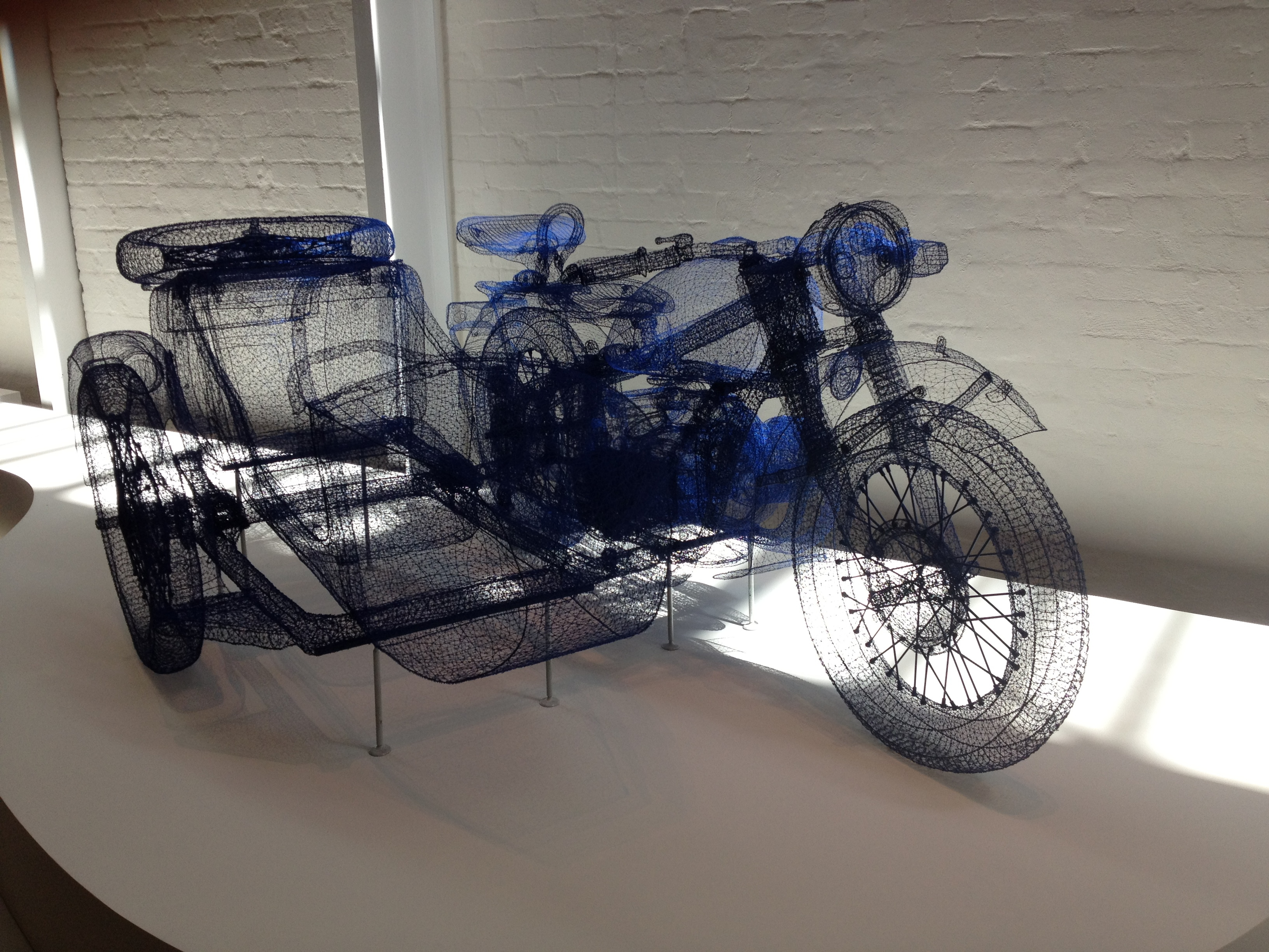 'Blue CJ750' by Shi Jindian – wire sculpture