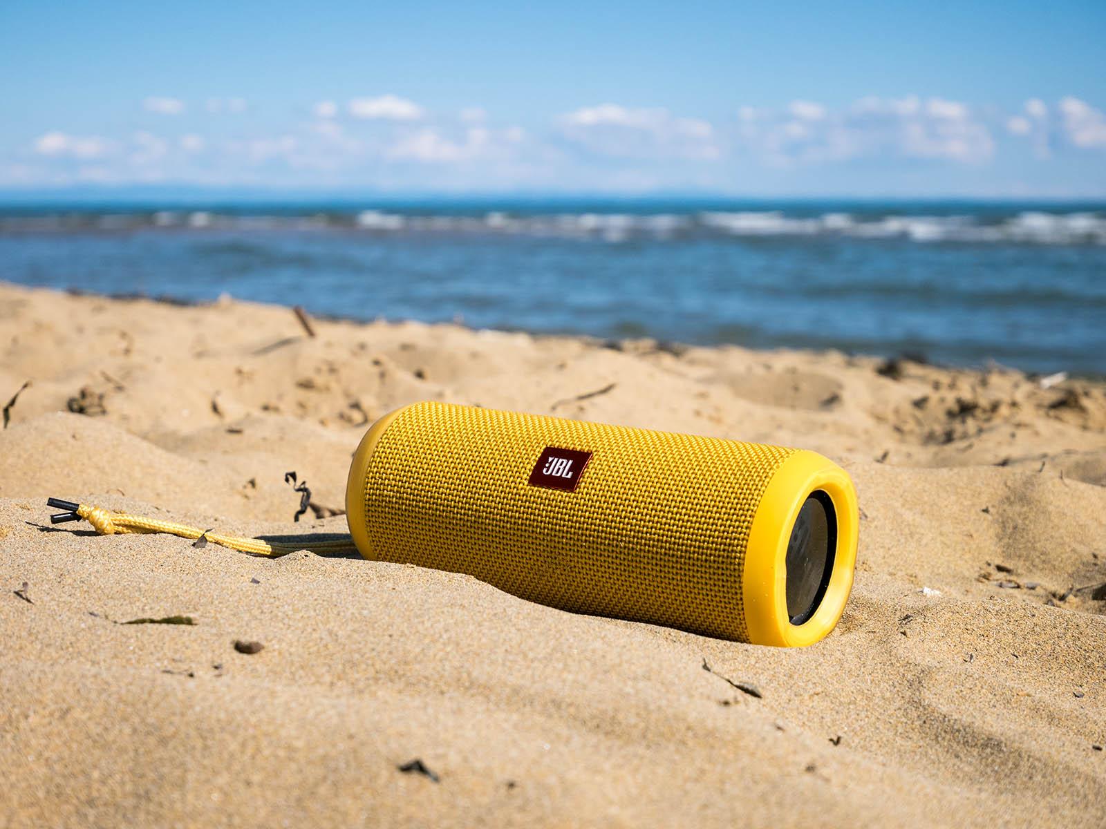 JBL Flip 3 – waterproof bluetooth speaker