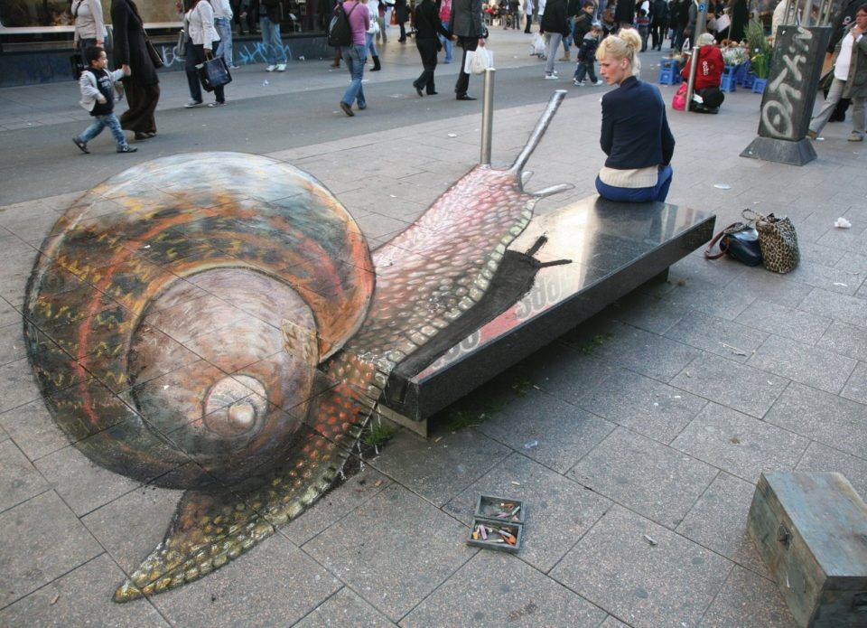 Julian Beever - 3D sidewalk art 3