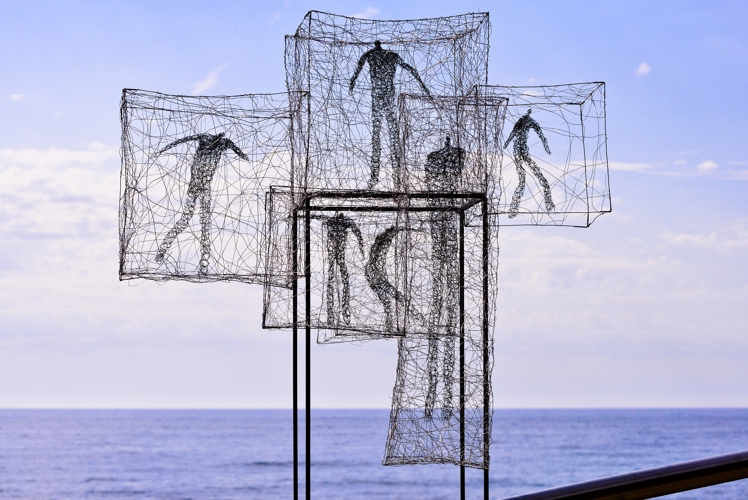 'Listen time passes ' by Barbara Licha – wire sculpture