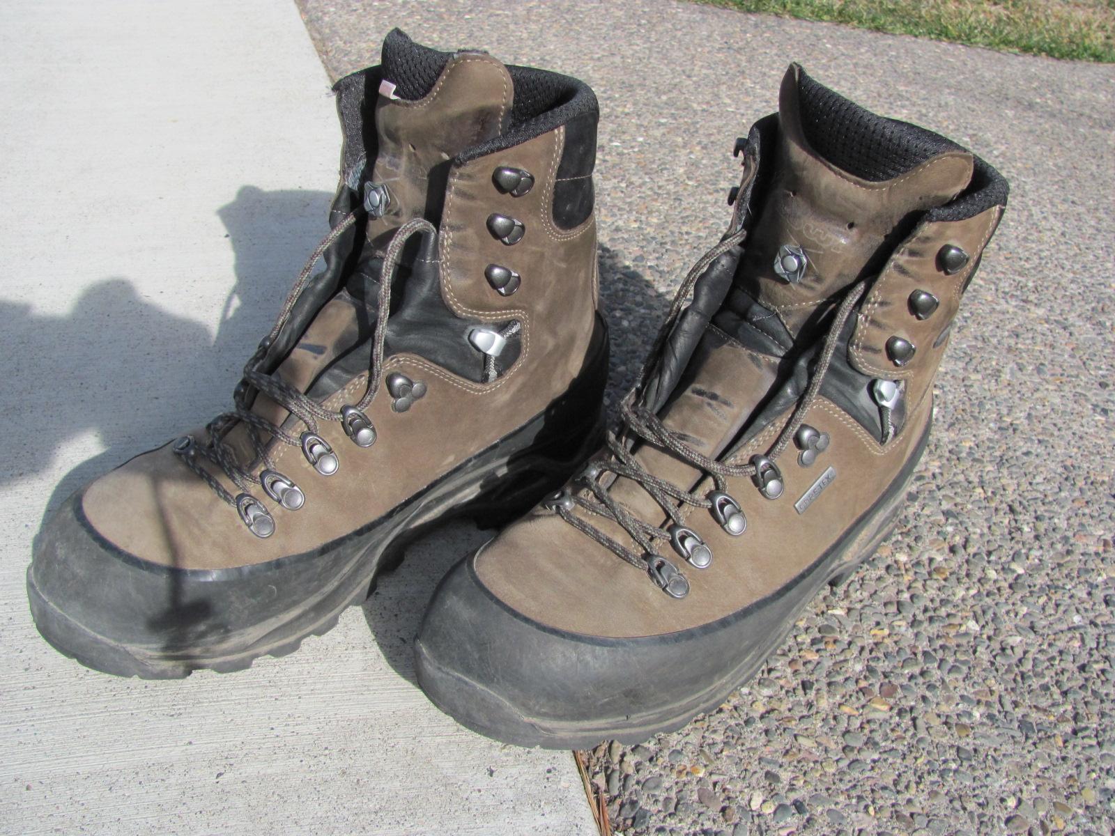 Lowa Tibet GTX – hiking boots