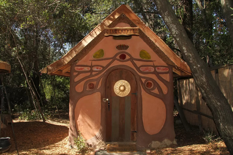 Gingerbread House – weird airbnb rental