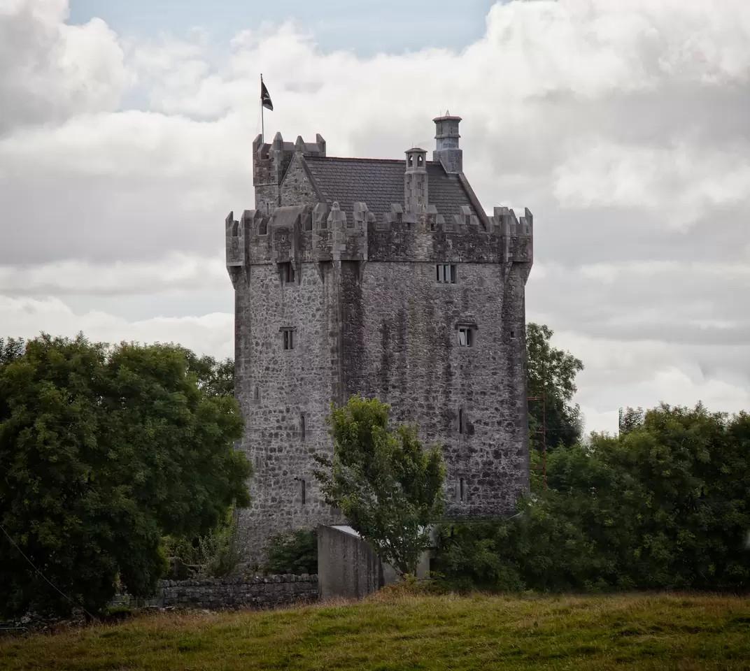 Irish Castle – weird airbnb rental