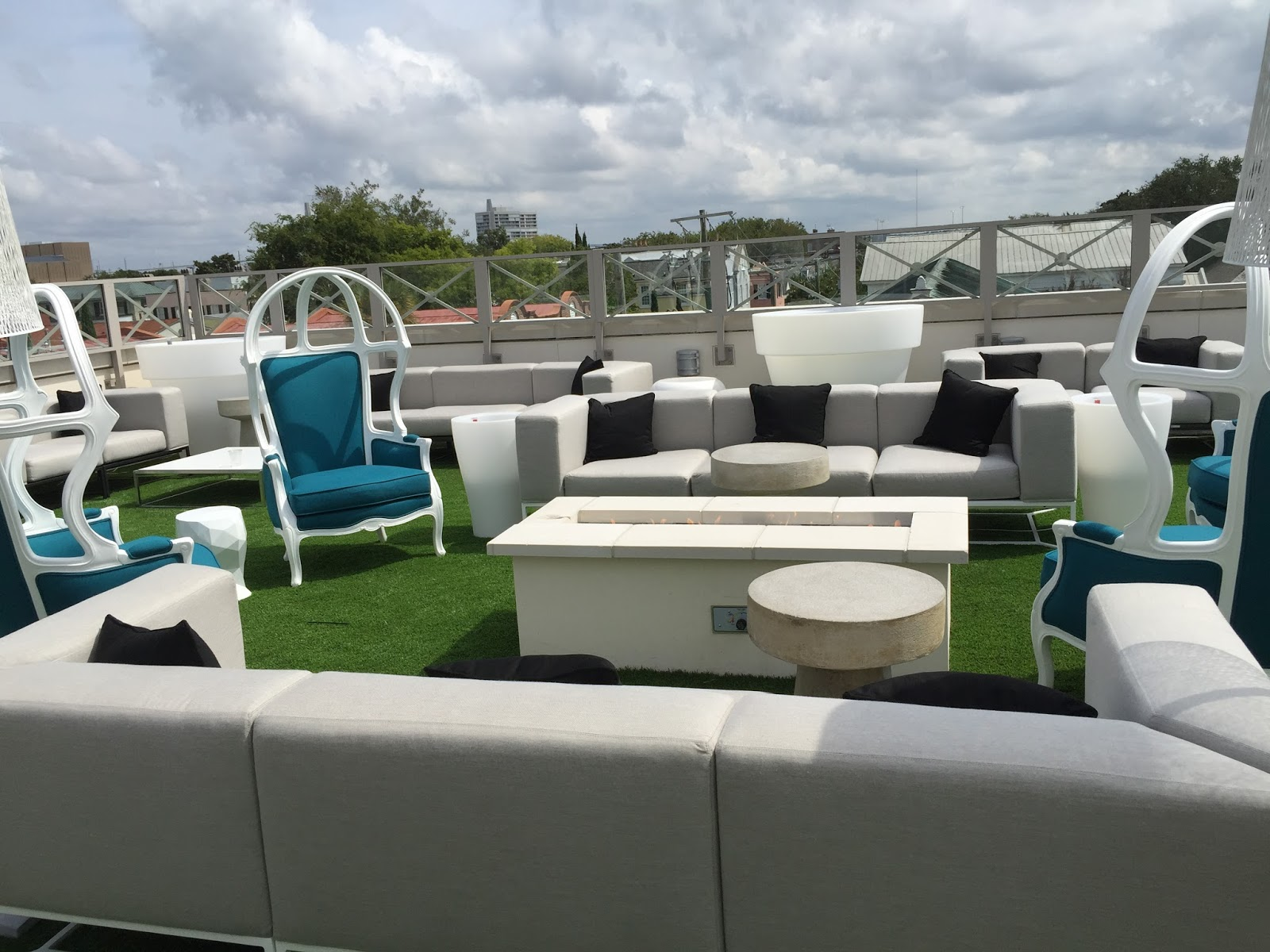 Élevé – rooftop bar charleston