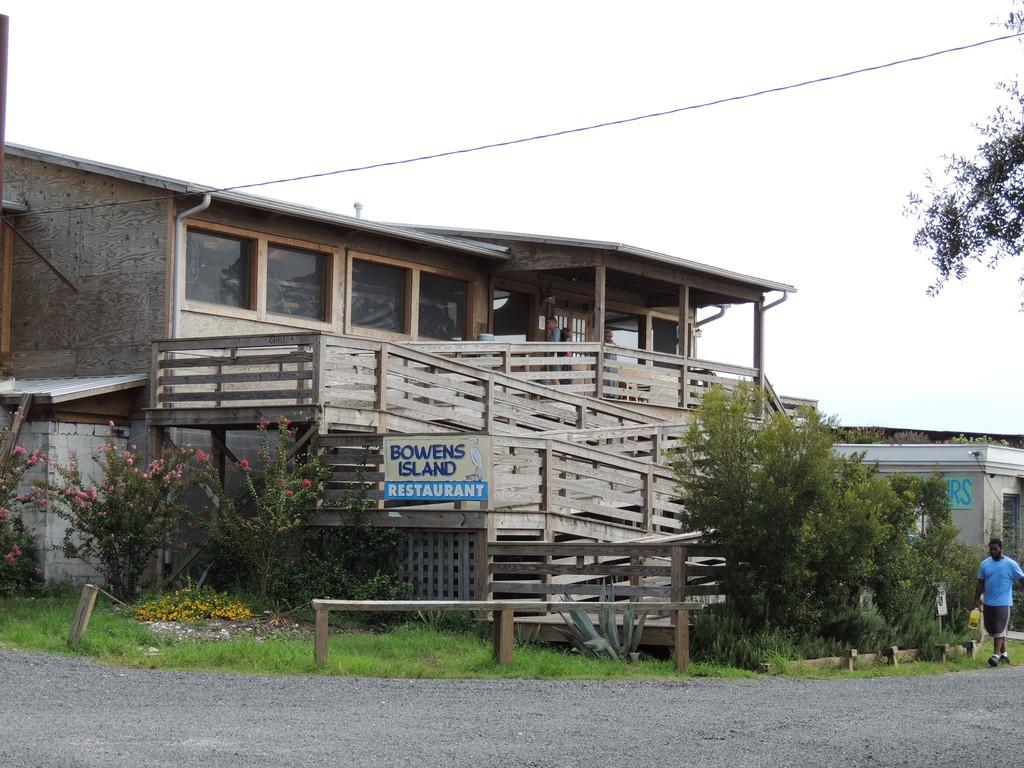 Bowens Island Restaurant – rooftop bar charleston