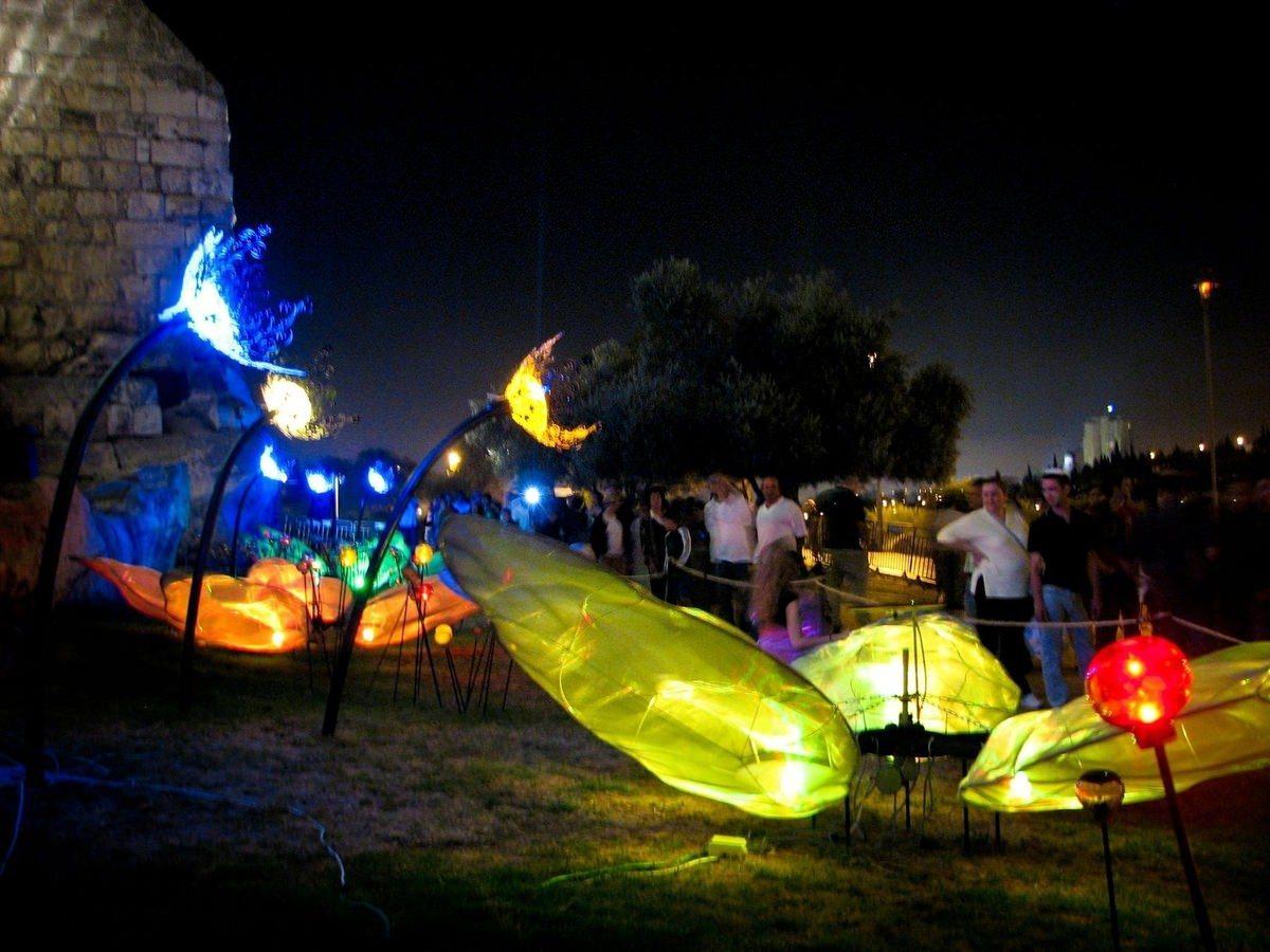 Nightgarden – solar bulb installation