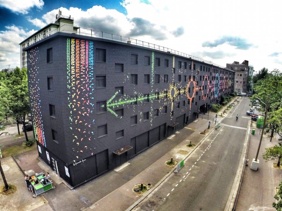 The Lunar Origami of Mademoiselle Maurice 1 960x720 Artist Mademoiselle Maurice Creates Stunning Origami Tribute to Displaced Residents on Condemned Building