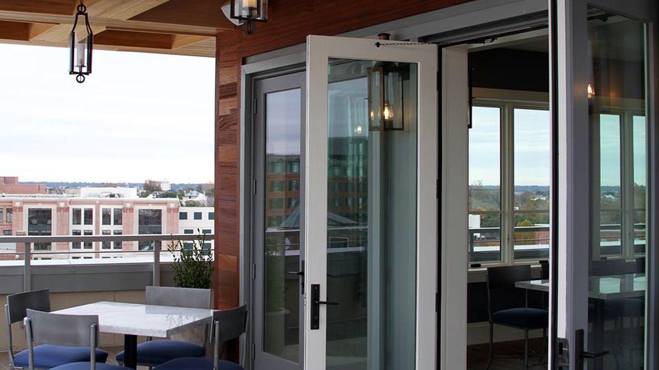 The Watch Rooftop Kitchen & Spirits – charleston bar