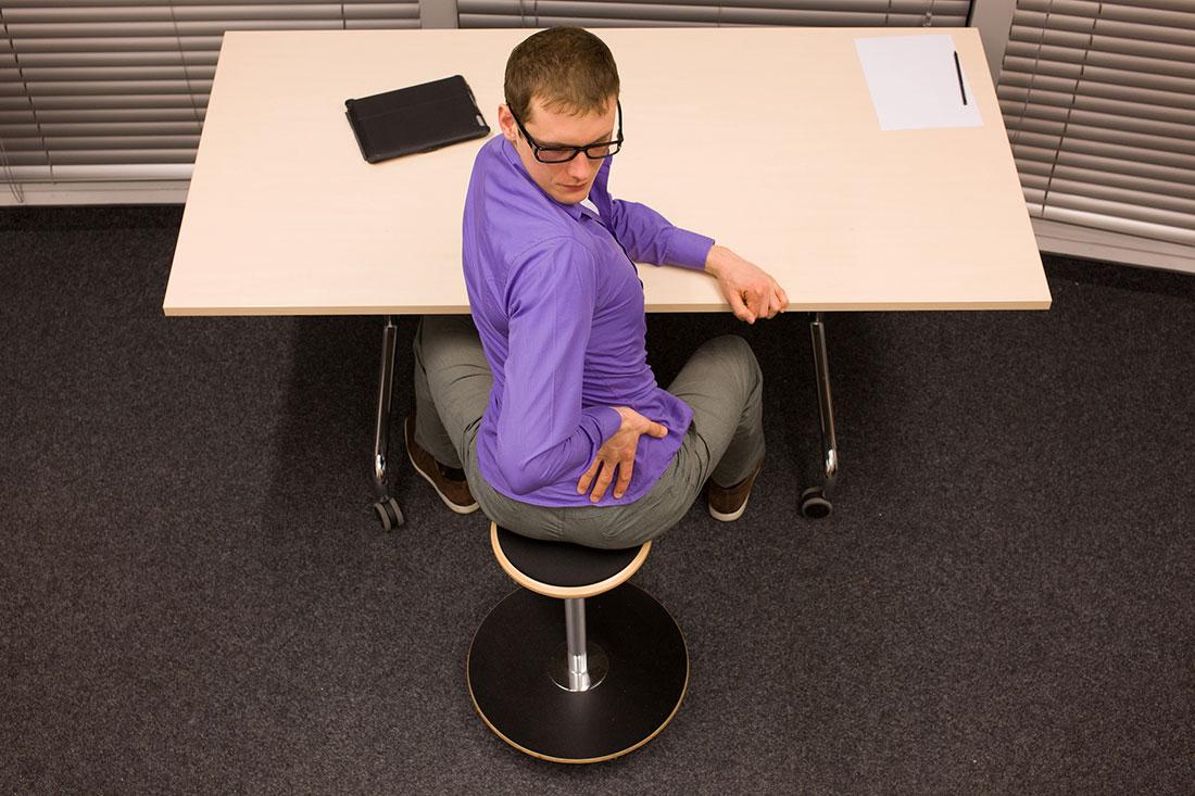 Twister – desk stretch