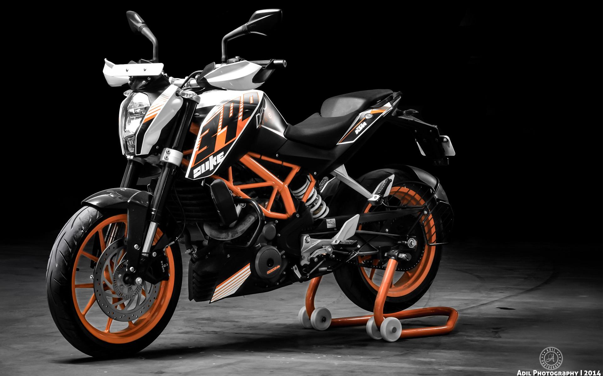 KTM Duke 390 – retro motorcycle