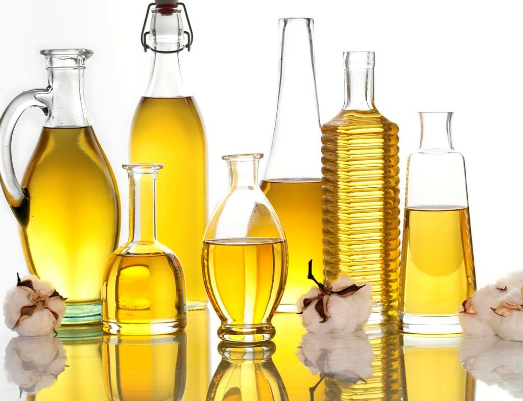 Natural Hair Oils – protect your hair while swimming