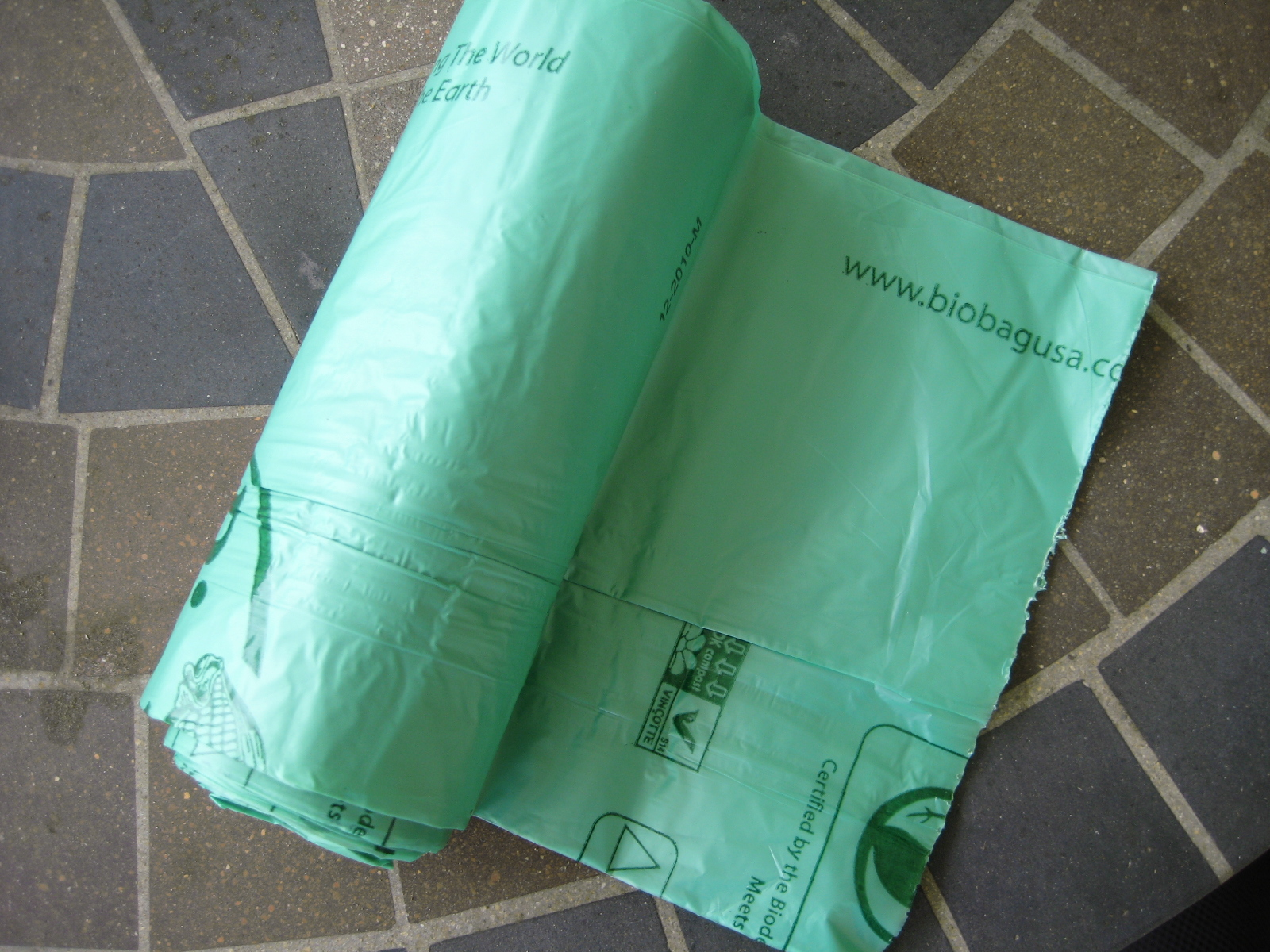 Switch To Biodegradable Trash Bags – makey our home green